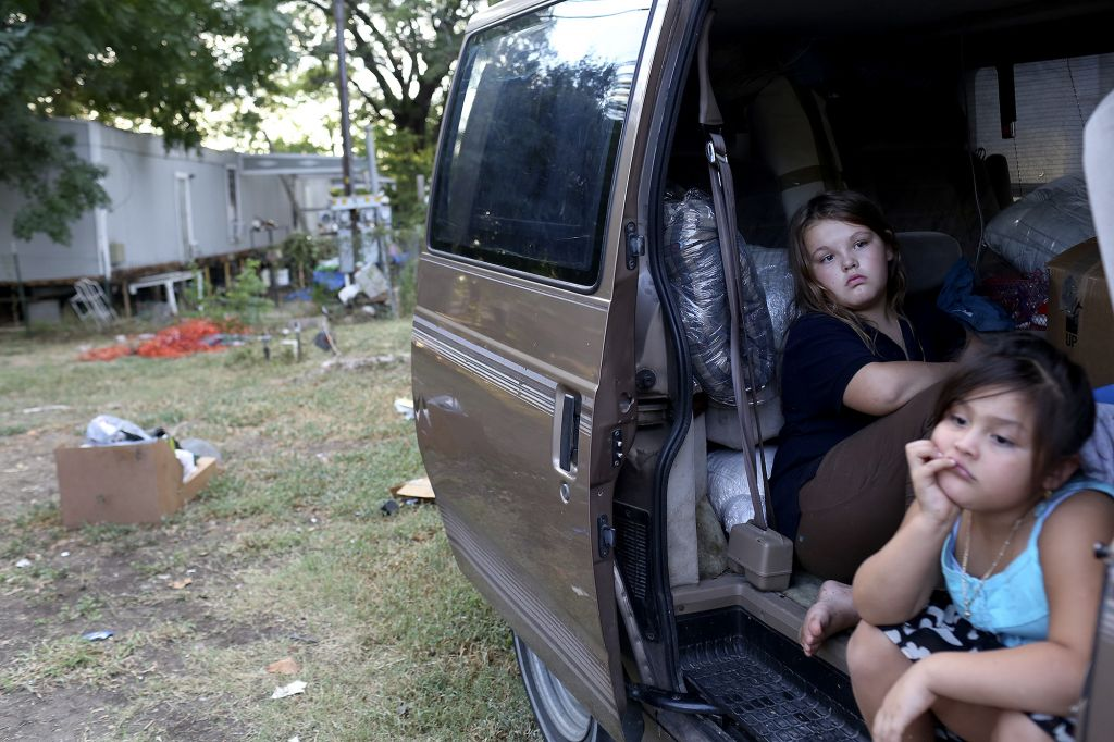 labella valenzuela 9.16.14 - tina walters' children, after pic was taken they were homeless for a month